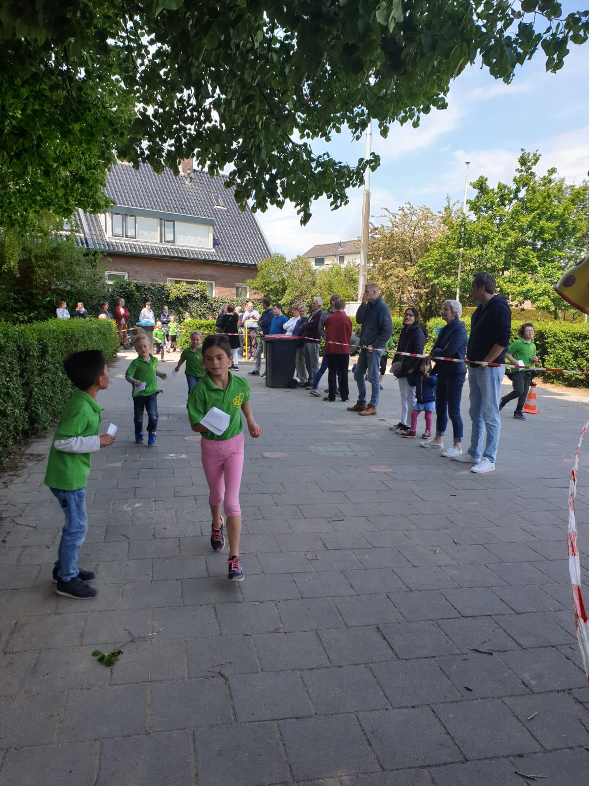 Sponsorloop van De Holtbanck school uit Rheden brengt € 3.471,80 op!